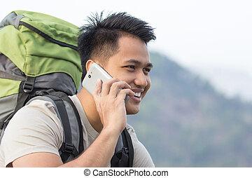 excursionista, utilizar, macho, teléfono móvil