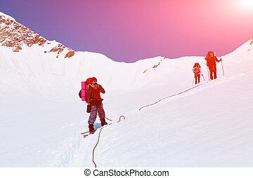 excursionistas, cima, pase