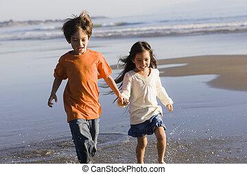 executando, praia, crianças