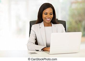 executiva, americano, computador, afro, usando