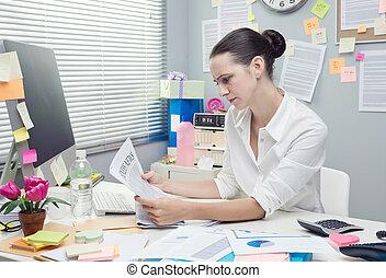 executiva, leitura, notícia financeira