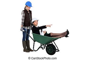 executiva, mulher, trabalhador, carrinho de mão