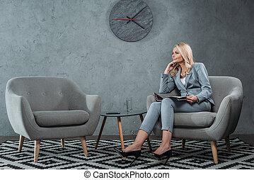 executiva, sentando, poltrona