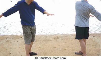 exercice, couples aînés, personnes agées, asiatique