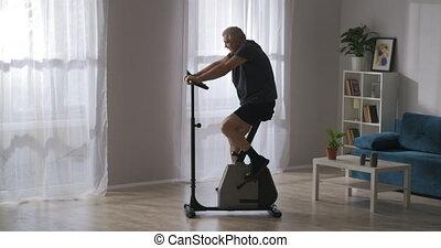 exercice, homme, santé, garder, après, formation, rééducation, vieux, corps, blessure, vélo, salle de séjour