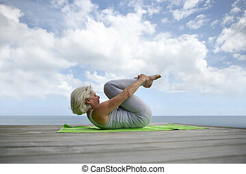 exercices, confection, femme aînée, plage