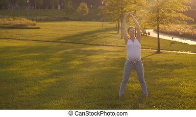 exercices, femme, pregnant, étirage