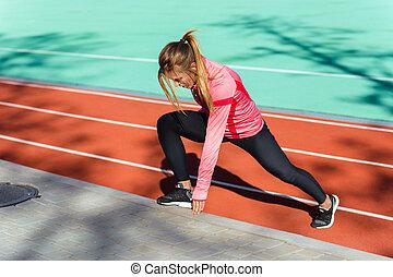 exercices, femme, stade, étirage