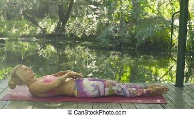 exercices, femme, yoga, séduisant, dehors