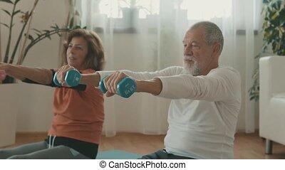 exercising., paar, thuis, senior, relaxen