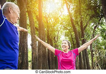 exercisme, dehors, personne agee, couple heureux, asiatique