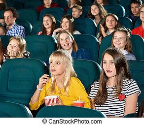 exited, lilla flickor, åskådande film, in, den, bio, hall.
