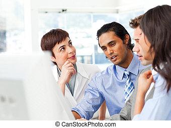 exitoso, computadora, businessteam, trabajando