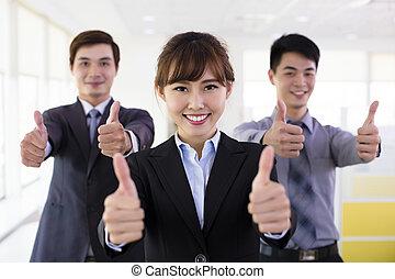 exitoso, empresarios, con, pulgares arriba