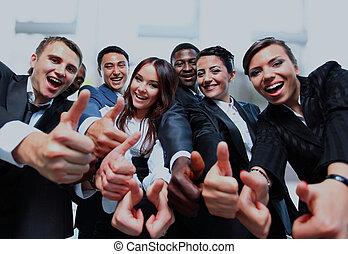 exitoso, empresarios, con, pulgares arriba, y, sonreír.