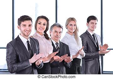 exitoso, equipo negocio, aplaudiendo, en la oficina