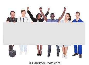 exitoso, gente, con, diferente, ocupaciones, tenencia, cartelera