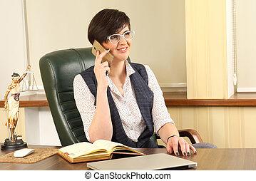 exitoso, mujer, abogado, en el trabajo, en, la oficina
