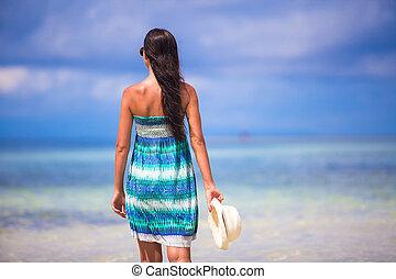 exoticas, dela, chapéu, jovem, mão, olhar, mar, praia branca, menina, vista traseira