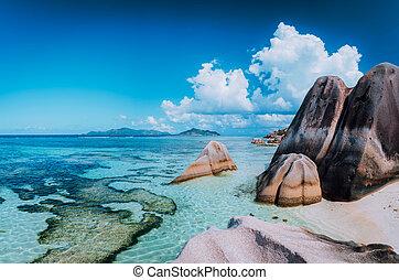 exotique, énorme, concept, célèbre, la, île, digue, paysage, galets, rochers, source, paradis, d'argent, granit, bizarre, plage, anse, seychelles.