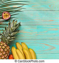 exotique, bleu, frame., espace, nourriture, feuilles, text., juteux, plat, morceaux, bois, paume, poser, fond, fruits, vert, entier