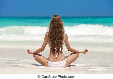 exotique, méditation, femme, plage