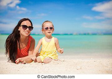 exotique, peu, ensoleillé, avoir, maman, amusement, girl, plage, jour, heureux