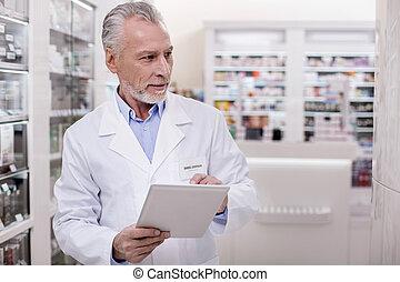 expérimenté, mâle, pharmacien, trasferii, données