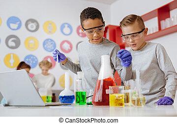 experimentar, químicos, amigos, dois, laboratório