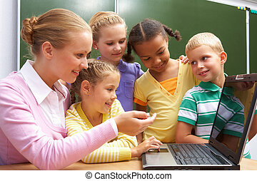 Explanation of teacher - Portrait of pupils looking at the...