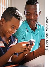 explicando, móvel, jovem, filho, telefone,  Internet, lar, homem