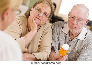 explicando, prescrição, doutor, par., ou, medicina, sênior, atento, enfermeira