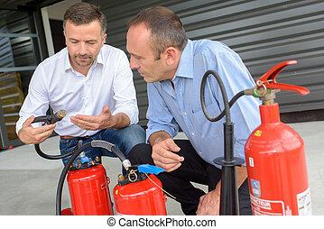 explicando, uso, extintor, fogo, como, instrutor