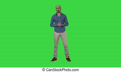 expliquer, chroma, écran, arabe, conversation, appareil photo, vert, key., homme, désinvolte, quelque chose