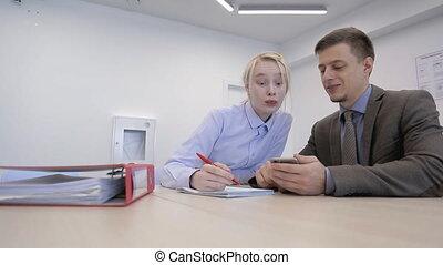 expliquer, sien, bureau., tot, patron, monnaie, femme, ...