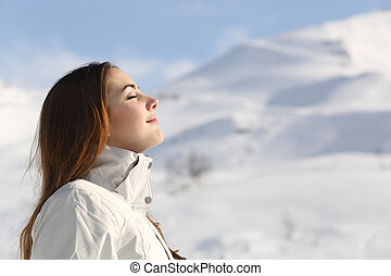 explorador, mujer, respiración, aire fresco, en, invierno,...