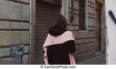 explorer, marche, femme, city., alley., jeune, aller, rue, élégant, seul, par, girl, côté