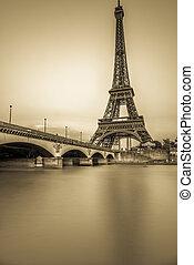 exposición larga, de, torre eiffel, y, río de la jábega, en,...