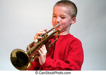 expresivo, niño, golpear, trompeta, nota