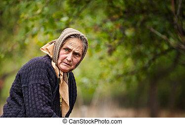 expressif, femme, extérieur, vieux