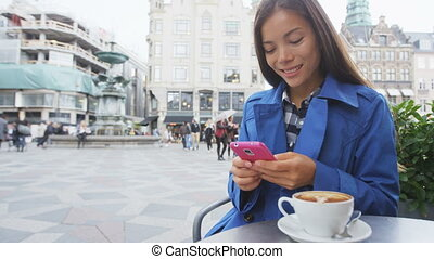 extérieur, asiatique, texting, téléphoner femme, café