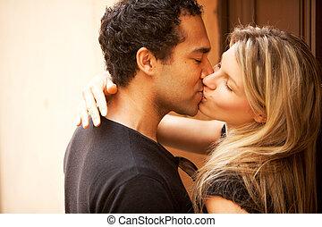 extérieur, baiser