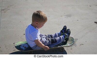 extérieur, enfant, sports, petit, skateboard., actif, équitation