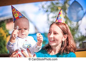 extérieur, ensoleillé, anniversaire, maman, bébé, jour, célébrer