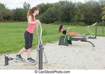 extérieur, gymnase, exercisme, machine, sport, femmes