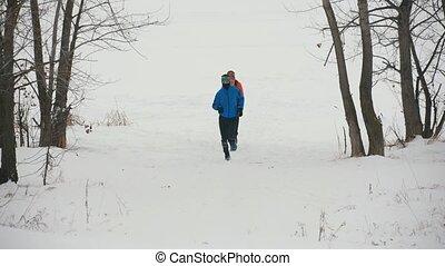 extérieur, hiver, jeune, trois, courant, athlètes