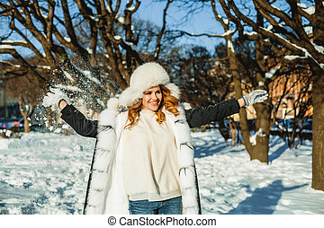 extérieur, hiver, parc, jeune femme, heureux