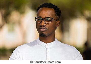 extérieur, hommes, jeune, américain, noir, africaine, portrait