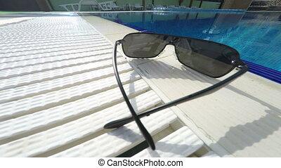 extérieur, lunettes soleil, hôtel, bord, piscine, natation