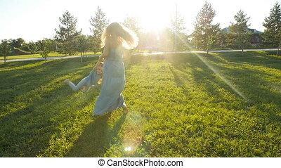 extérieur, mère, coucher soleil, enfant, amusement, avoir